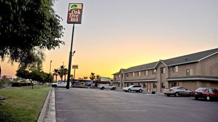 Exterior view OAK TREE INN YUMA