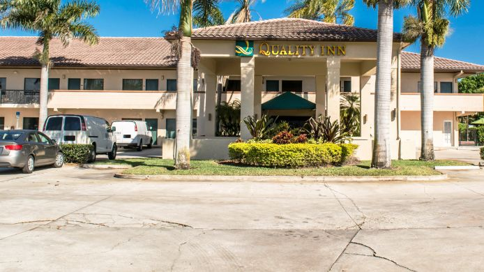 Exterior view Quality Inn Vero Beach