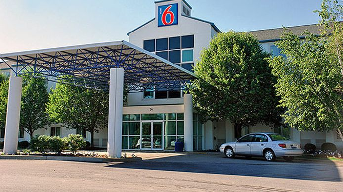 Buitenaanzicht MOTEL 6 BURLINGTON