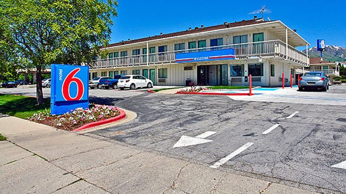 Exterior view MOTEL 6 SALT LAKE CITY NORTH - WOODS CRO