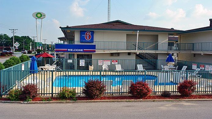 Exterior view MOTEL 6 IOWA CITY
