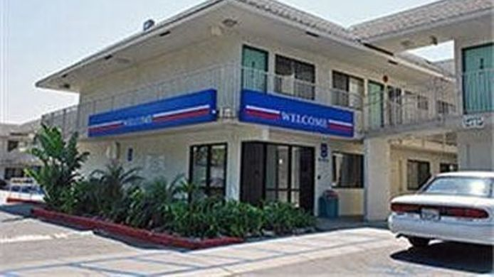 Exterior view MOTEL 6 LOS ANGELES-SYLMAR