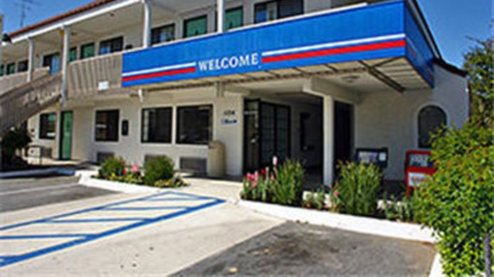 Exterior view MOTEL 6 PASO ROBLES