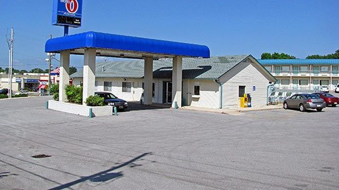 Exterior view MOTEL 6 FAYETTEVILLE AR