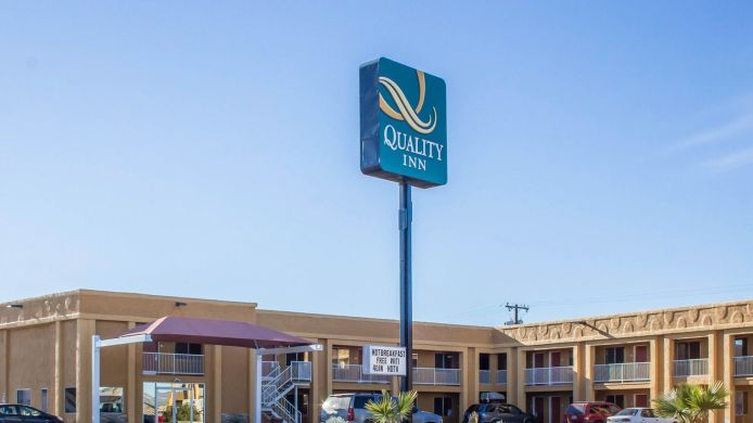 Exterior view Quality Inn Parker