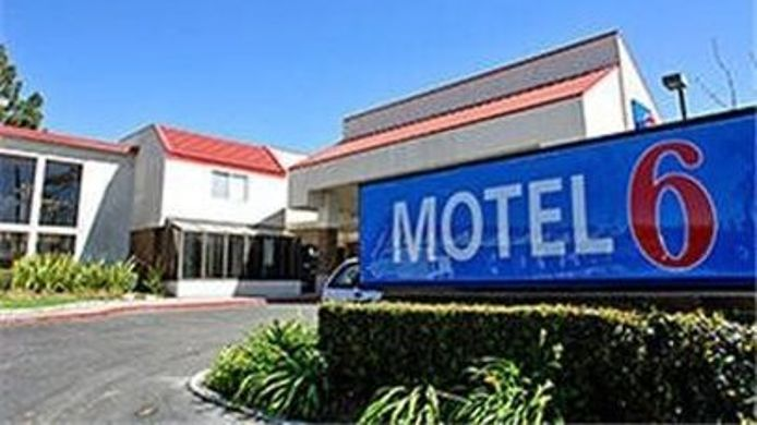 Buitenaanzicht MOTEL 6 IRVINE ORANGE CO AIRPORT