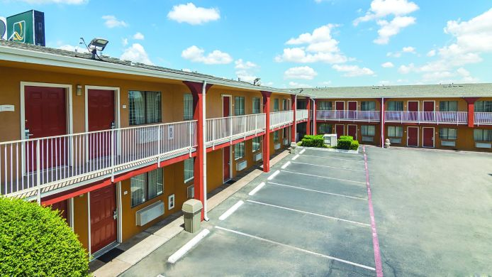 Buitenaanzicht Quality Inn & Suites Six Flags Area