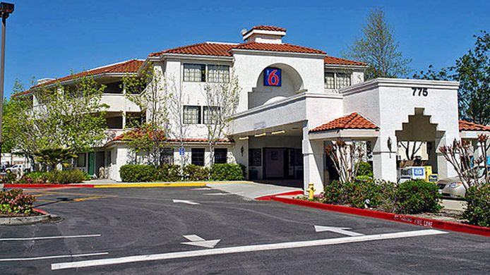 Exterior view MOTEL 6 SUNNYVALE NORTH