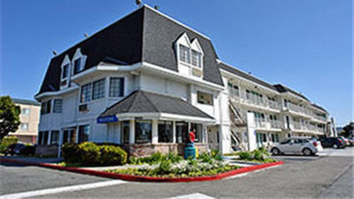 Exterior view MOTEL 6 OAKLAND AIRPORT