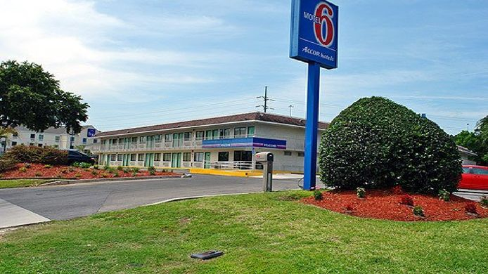 Exterior view MOTEL 6 GAINESVILLE - UNIVERSITY OF FLOR