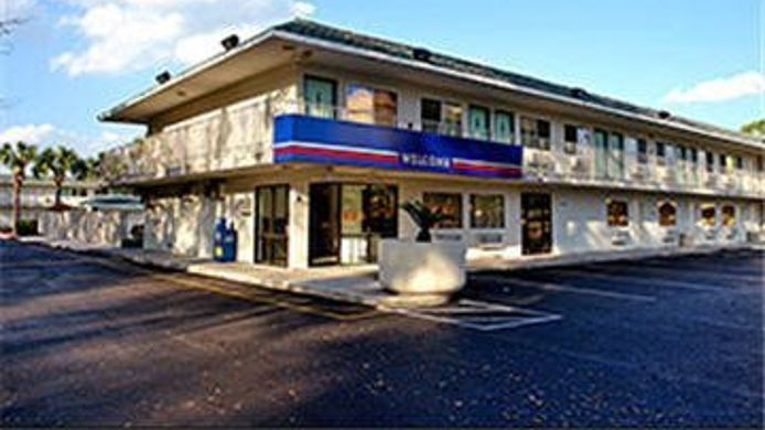 Exterior view MOTEL 6 GRANTS