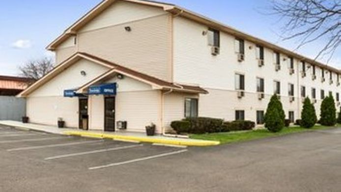 Exterior view TRAVELODGE BATTLE CREEK