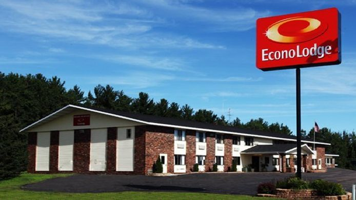 Exterior view Econo Lodge Merrill