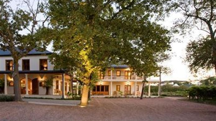 Buitenaanzicht LovanE Boutique Wine Estate and Guest House