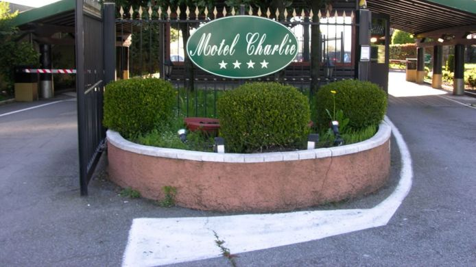 Exterior view Charlie Motel