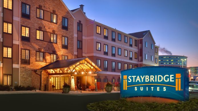 Exterior view Staybridge Suites OMAHA 80TH AND DODGE