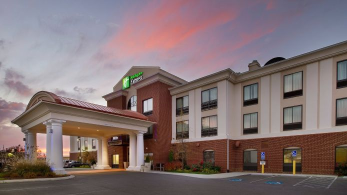 Exterior view Holiday Inn Express & Suites TULLAHOMA
