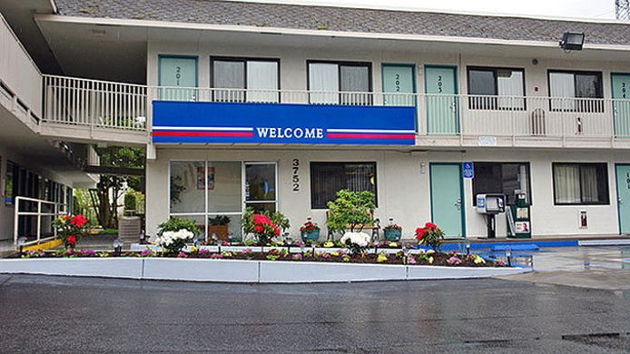 Exterior view MOTEL 6 EUGENE NORTH SPRINGFIELD