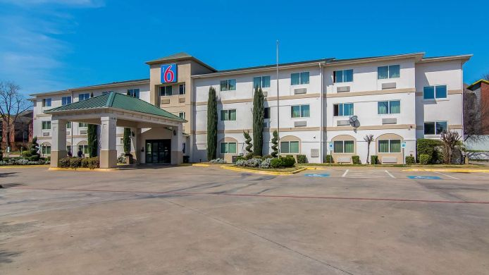 Exterior view MOTEL 6 DALLAS NORTH RICHARDSON