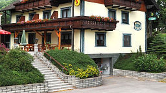 Exterior view Voralpen Pension