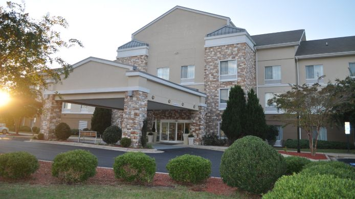 Exterior view Holiday Inn Express WILLIAMSTON