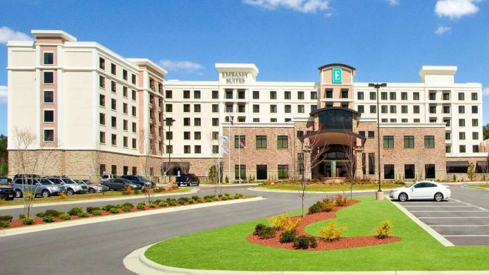 Exterior view Embassy Suites by Hilton Fayetteville Fort Bragg