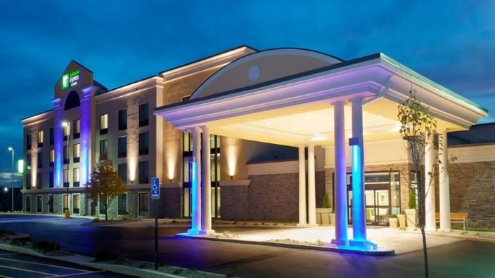 Exterior view Holiday Inn Express & Suites BATAVIA - DARIEN LAKE