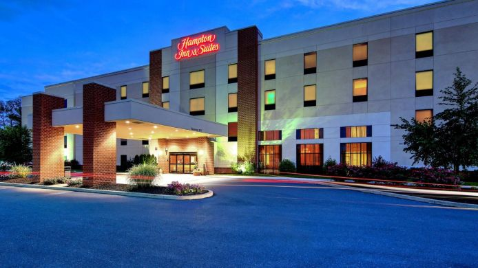 Buitenaanzicht Hampton Inn - Suites Harrisburg-North PA