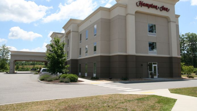 Exterior view Hampton Inn Gloucester