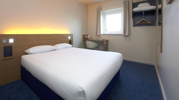 Double room (standard) TRAVELODGE BIRMINGHAM KINGWINSFORD
