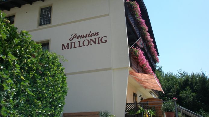 Exterior view Millonig