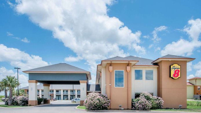 Exterior view Super 8 Dilley TX