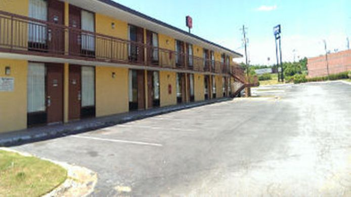 Exterior view KNIGHTS INN MACON WEST