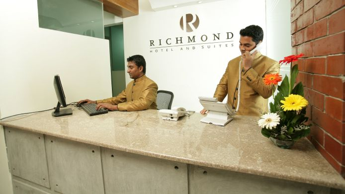 Receptie Richmond Hotel & Suites