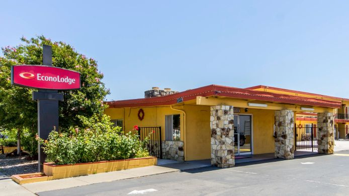 Exterior view Econo Lodge Fairfield