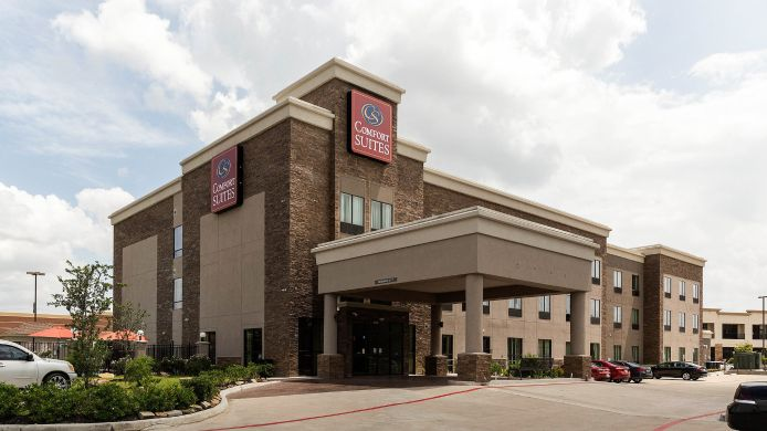 Exterior view Comfort Suites near Westchase on Beltway 8