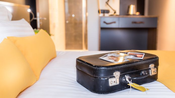 Room Best Western Plus Suitcase Paris La Defense