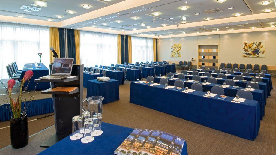 Nh Danube Hotel Wien