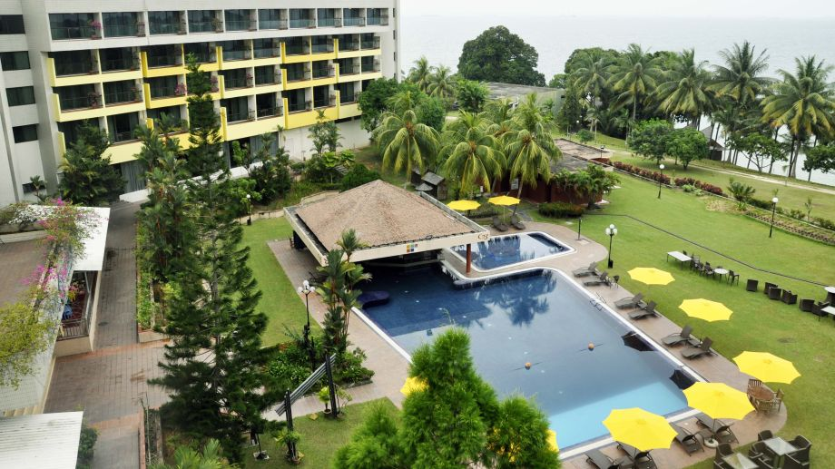 Swimming Pool Batam View Beach
