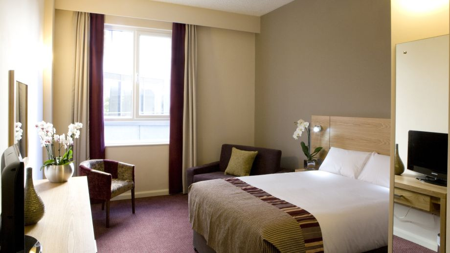 Inn Rooms Room Jurys Inn Aberdeen