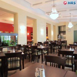 Breakfast room within resta