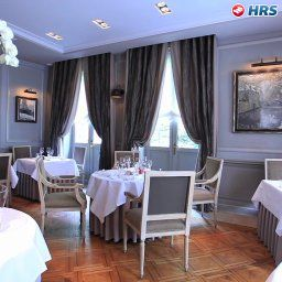 Breakfast room within restaurant De Castillion