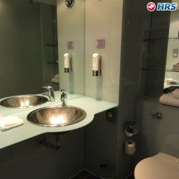 Bathroom Ramada Encore London West