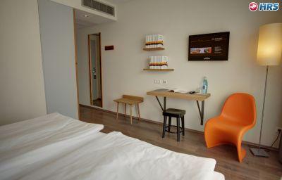 mainhaus-Frankfurt_am_Main-Room-18-5950.jpg