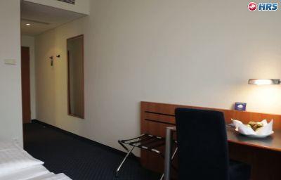 Arcadia-Hanau-Room-8-60697.jpg