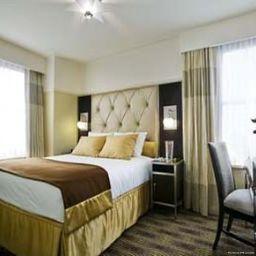 New_Yorker_Hotel-New_York-Room-7-141430.jpg
