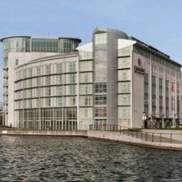Vista exterior Ramada Hotel and Suites London Docklands London (England)