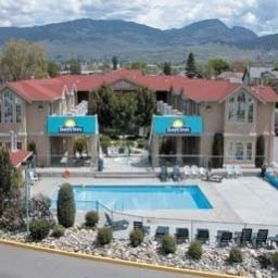 Фасад DAYS INN KELOWNA Kelowna (British Columbia)