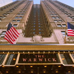 Фасад Warwick New York Hotel