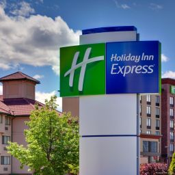 Vista exterior Holiday Inn Express KELOWNA CONFERENCE CENTRE